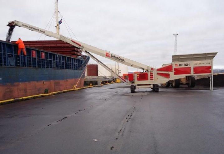 HF Revolution loading Coaster Vessels (1)