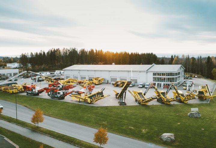 Stiller ut 1500 tonn maskiner